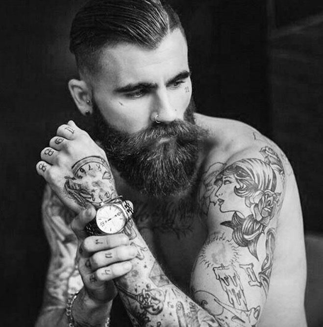 homme-barbe-montre