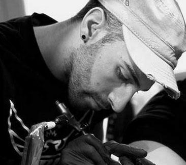 tatouage-graphique-mikki-bold